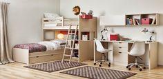 Dormitorio con camas en ele y escritorio