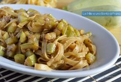 Le tagliatelle con zucchine e aceto balsamico sono il classico primo piatto veloce e leggero da gustare nei caldi pranzi estivi.