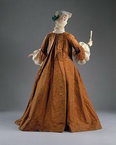 Back view, open robe, France, 1735-1740. Orange silk damask.