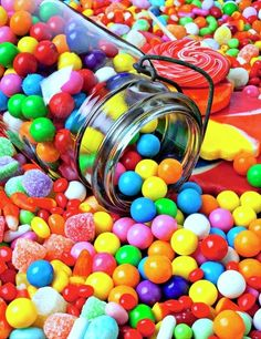 Pot renverser Bubblegum With Candy Photographie - Art sucrerie Pot renverser Bubblegum Avec Imprimer Paletas Chocolate, Candy Photography, Colourful Photography, Gum Drops, Taste The Rainbow, Colorful Candy, Colorful Food, Chewing Gum, Jolie Photo