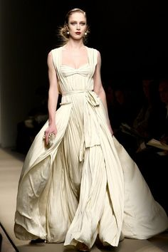 The tailored and fitted toga-like Roman dress, yet draped with the huge amout of fabric at the bottom. Bottega Veneta