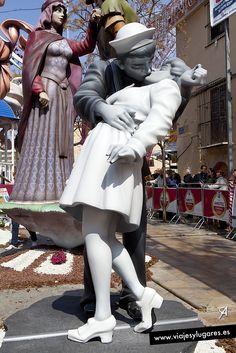 Un beso de 1945... besos, besos... en la Falla Na Jordana.