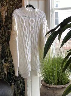 Lucy oversized - Knitteriet Turtle Neck, Sweaters, Fashion, Pink, Threading, Moda, Fashion Styles, Sweater, Fashion Illustrations