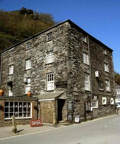 The Cobweb Inn, Boscastle a little further down the north Cornwall coast. Image by johnmightycat1, via Flickr