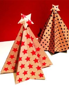 Christmas table decor DIY, Christmas green red decor table ideas, Holiday Christmas tree star paper DIY