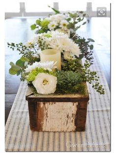 Dining room centerpieces: Find out how you can elevate your dining room table decorations with these centerpieces Wooden Box Centerpiece, Dining Room Table Centerpieces, Dinning Room Tables, Floral Centerpieces, Floral Arrangements, Table Decorations, Centerpiece Ideas, Dining Rooms, Table Tray