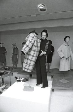 DIANA DRESSING A MANNEQUIN FOR A BALENCIAGA SHOW, THE FIRST SHOW SHE PUT ON AT THE COSTUME INSTITUTE