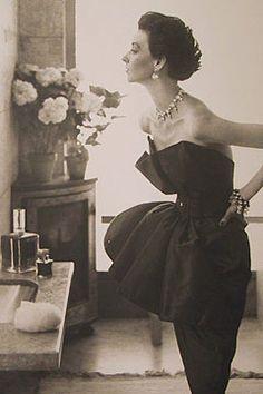 Dorian Leigh in Robert Piguet - August 1949  - Helena Rubinstein's Apartment, Ile Saint-Louis, Paris -  Harper's Bazaar - Photo by Richard Avedon