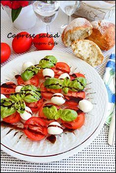 焼き立てリュスと カプレーゼサラダ**Caprese salad
