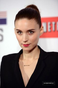 rooney mara/ love the necklace :)