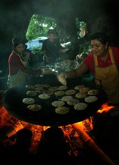 El Salvador.. Making Papusas over fire