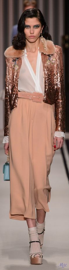Elisabetta Franchi I Love Fashion, Fashion 2017, Couture Fashion, Runway Fashion, Fashion Brands, High Fashion, Autumn Fashion, Womens Fashion, Fashion Design