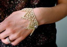 lace cuff with button. I would like to make a lace bracelet.