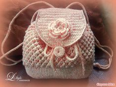 Crochet this beautiful delicate bag. To translate go to translate.google.com copy and paste directions on the left and you'll be able to read it in your language on the right. enjoy.
