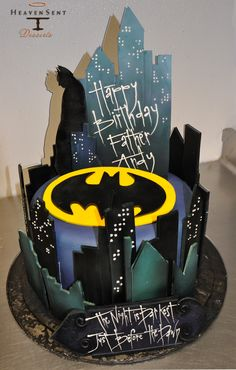 Batman Cake (link does not lead to a tutorial/original source). Batman Birthday, Birthday Cake, Batman Cakes, Superhero Cake, Character Cakes, Just Cakes, Novelty Cakes, Cakes For Boys, Occasion Cakes