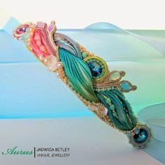 Shibori silk - czyli ręcznie malowane taśmy z wysokiej jakości jedwabiu zachwycają mnie już od dawna. Możliwości jakie ten niezwykle plast...