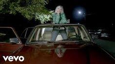 Angel Olsen - Shut Up Kiss Me. Você precisa só de uma peruca brilhosa se tiver essa presença gigantesca (With this gigantic presence all you need to shine is a glittery wig) (dir. Music Songs, My Music, Music Videos, 100 Songs, Angel Olsen, Indie, Music Recommendations, Dear Daughter, Band Photography
