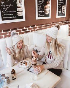 Twinning with the best @lindaekroth 💘 Oltiin ihan sattumalta Lindan kanssa kunnon pörröpiposamiksia Tsekeissä 😂🐻 Vaikka Znojmo oli kunnon… Chilling, The Best, My Photos, Instagram