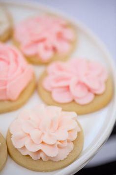 Simple pink flower cookies for spring!
