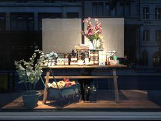 Escaparates de primavera 2013 (I): colores neutros y lisos. #store #comerio #retail #escaparate #windowdisplay #spring #primavera #globus