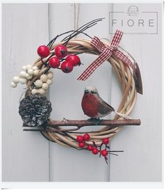 PETTIROSSO ajtódísz, koszorú, kopogtató  Robin door wreath #robin #christmas #wreath #handmade Door Wreaths, Grapevine Wreath, Grape Vines, Hanukkah, Advent, Robin, Christmas, Handmade, Diy