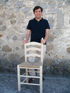 @amigasdelpueblo @Sr_serpentina  Mi símbolo: La silla de enea y la mujer mayor rural