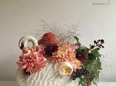I bouquet roamntici di Honeysuckle and Hilda Floral Wreath, Bouquet, Wreaths, Blog, Decor, Floral Crown, Decoration, Door Wreaths, Bouquet Of Flowers