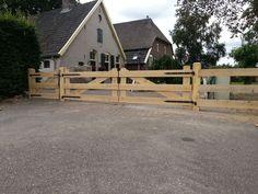 De Kleverkamp - houten poorten, toegangspoorten