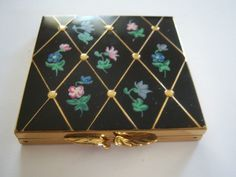 classy black enamel #Vintage compact available at @rockyspringsvtg #RockySpringsVintage on #Etsy