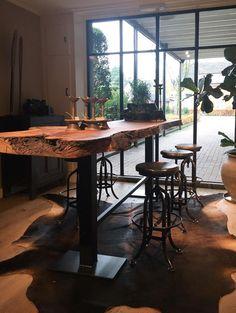 Boomstam bartafel - Tafels - Collectie - Looiershuis