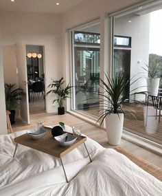 credit Get motivated to design the home of your dreams with our inspiring looks and practical decorating tips. decoration interieur home decoration decoration salon Nordic Interior Design, Beautiful Interior Design, Beautiful Interiors, Luxury Interior, Dream Apartment, Bedroom Apartment, Aesthetic Rooms, House Rooms, Interior Architecture