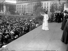 Fighting for the vote: Sylvia Pankhurst addressing a crowd at Trafalgar Square, Sylvia Pankhurst, Emmeline Pankhurst, George Bernard Shaw, Trafalgar Square, Vintage London, Old London, Photos Du, Cool Photos, Amazing Photos