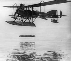 ROYAL NAVAL AIR SERVICE RNAS 1914-1918 (Q 27453) A Short 320 seaplane dropping an 18-inch torpedo. Developed to take on U-boats in the Mediterranean, the aircraft type saw little success. Operations were also flown in the Adriatic.