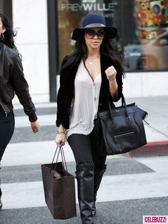 Floppy hats are all the rage for winter! That's right, tons of Hollywood ladies have been sporting this chic look, and Kourtney Kardashian is officially on Kourtney Kardashian, Kardashian Style, Kardashian Latest, Star Fashion, Fashion Beauty, Fashion Looks, Fashion Outfits, Fashion Trends, Fashion Styles