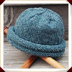 Ravelry: Rolled Brim Hat - Double-Roll Storm Hat pattern by Annie's Woolens Knit Hat Pattern Easy, Baby Hat Knitting Pattern, Chunky Knitting Patterns, Vintage Crochet Patterns, Baby Hat Patterns, Mittens Pattern, Vintage Knitting, Knitting Tutorials, Knitting Ideas