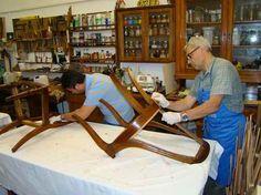 Nello scorso fine settimana si è tenuto, nel nuovo laboratorio di Arte del restauro a Milano, il corsi dal vivo di restauro e lucidatura dei mobili antichi.