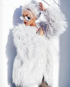Nyané ™ / Nyane Lebajoa / Influencer, Model & Designer / Offi — One of my Christmas presents was this faux fur. Fur Fashion, Fashion Outfits, Womens Fashion, Fashion 2017, Sporty Fashion, Petite Fashion, Style Fashion, Fashion Trends, Winter Stil