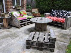 Le Salon de jardin de la seconde vie... canapé palette,touret,aménagement terrasse,jardin recup