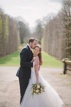 #bruidspaar #bruiloft #trouwen #lente Trouwen op een landgoed in Overveen | ThePerfectWedding.nl | Fotocredit: Jennifer Hejna