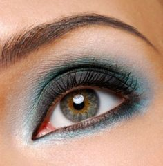 teal smokey eye don't think I can pull this off but I love it
