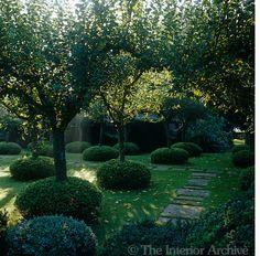 strictly speaking john stefanidis isnt a garden designer hes a very talented interior