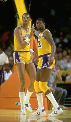 Kareem Abdul-Jabbar and Magic Johnson (Los Angeles Lakers) Back when track shorts and basketball shorts were the same length. Basketball Legends, Sports Basketball, Basketball Players, Basketball History, College Basketball, Coach Carter, Nba Stars, Sports Stars, Sport Quotes