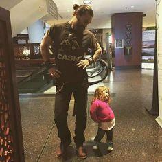 Missing Ella and my babies daddy is home soon - Jason Momoa as Talen - Actors Jason Momoa Aquaman, Baby Papa, Pretty People, Beautiful People, Lisa Bonet, My Sun And Stars, Avan Jogia, Taylor Kitsch, Raining Men