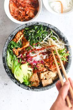 Korean Rice Bowl with Veggies and Tofu Bulgogi (Bibimbap) Korean Bowl Recipe, Veggie Bowl Recipe, Vegetable Recipes, Vegetarian Recipes, Veggie Meals, Rice Recipes, Yummy Recipes, Healthy Recipes, Chickpeas