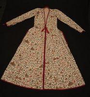 Musée Compagnie des Indes Lorient - Coton peint à décor de paysages, d'architectures indiennes, d'animaux et sujets européens. Doublure à motifs quadrillés. Inde, Deccan - vers 1800