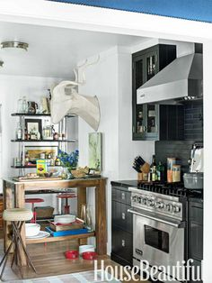 There's that matte black tile again, haunting us (we badly wanted to paint the tile in RSA kitchen this)  Thom Filicia