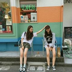 Find images and videos about korean and ulzzang on we heart it - the app to Grunge Style, Soft Grunge, Korean Couple, Korean Girl, Asian Girl, Best Friend Pictures, Friend Photos, Ulzzang Couple, Ulzzang Girl