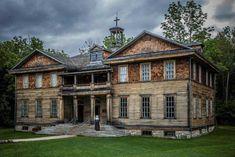10 villes fantômes du Québec qui vous donneront une petite frousse St Georges School, Saint George, Quebec City, Canada Travel, Ghost Towns, Ontario, Abandoned, Mansions, Architecture