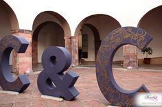 Letras gigantes pintadas con aplicación de vinil #BODASSA #WEDDINGPLANNER