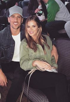 Guess Which Part of JoJo Fletchers Outfit Is a Style Steal Joelle Fletcher, Jojo Fletcher, Jojo And Jordan, Celebrity Style Guide, Cute Couples Goals, Couple Goals, Couple Outfits, Couple Posing, Photo Poses